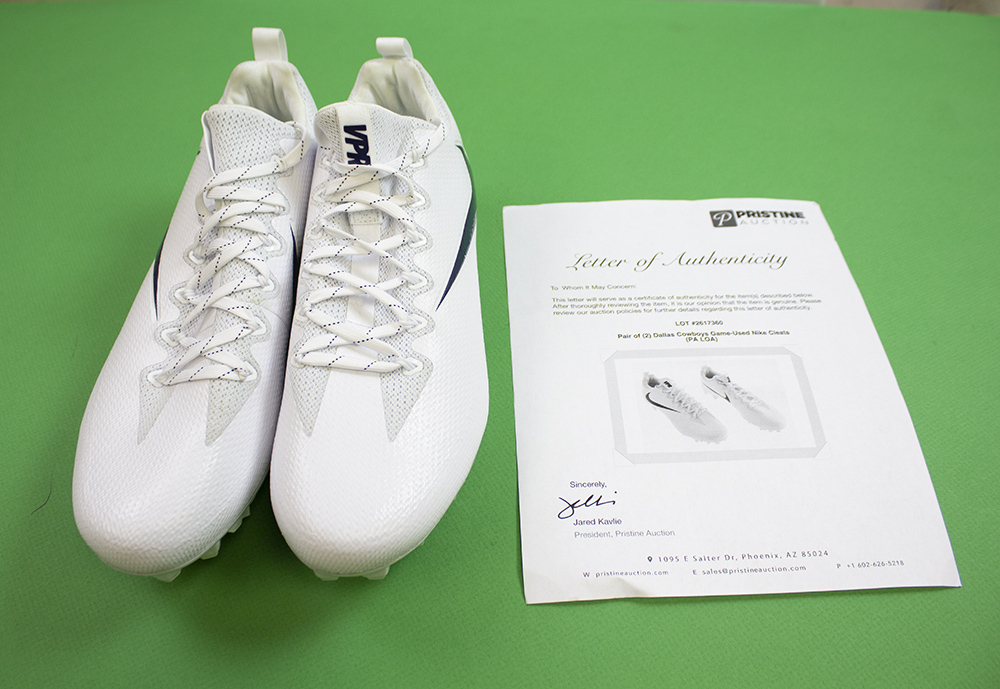Dallas Cowboys Game-Used UNSIGNED Size 12 White Nike VPR Cleats Image a
