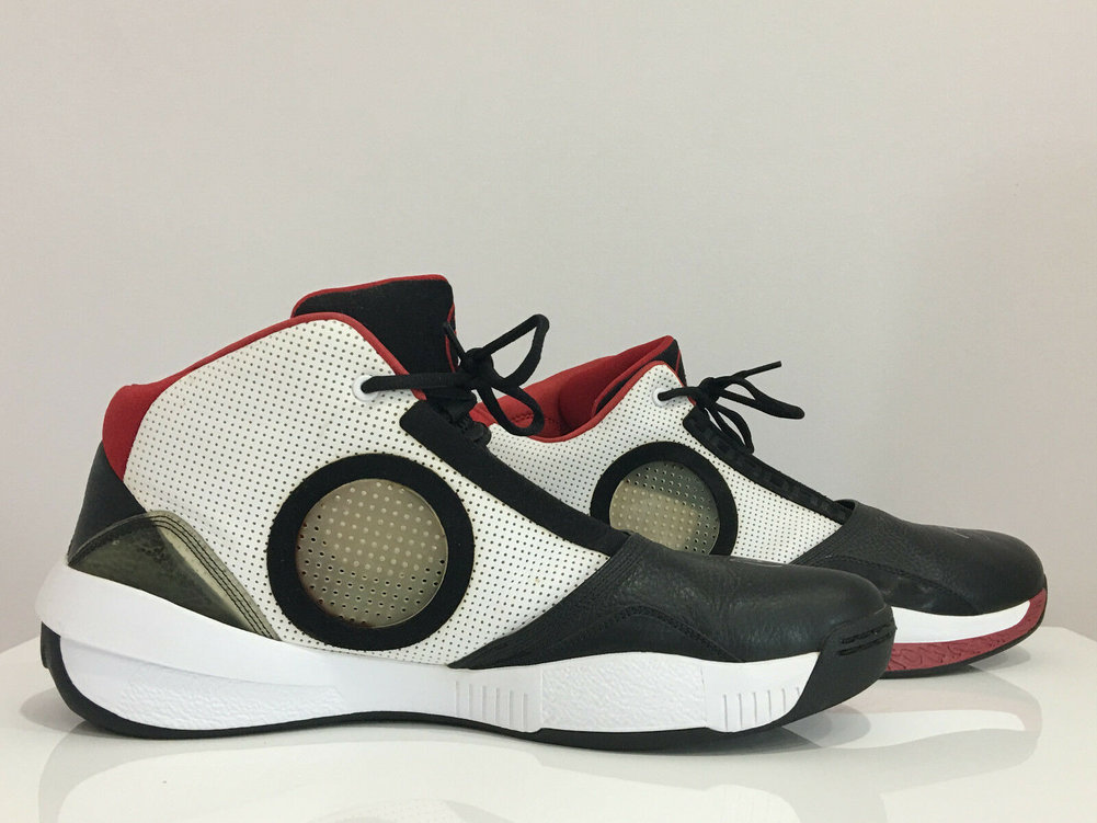 Dwyane Wade Autographed Signed Signed Signed 2010 Jordan Basketball Shoes JSA Image a