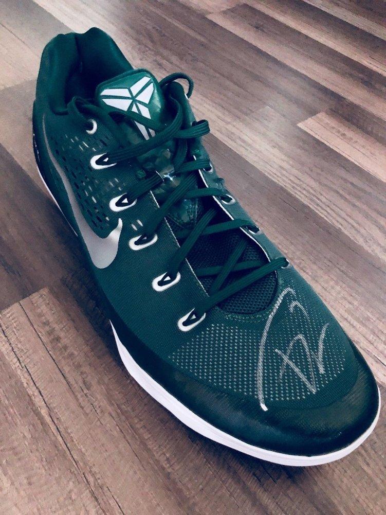 a28bcfd20756 ... Giannis Antetokounmpo Greek Freak Bucks Autographed Signed Nike Kobe  Shoe Sz18 JSA Full Coa Image a ...