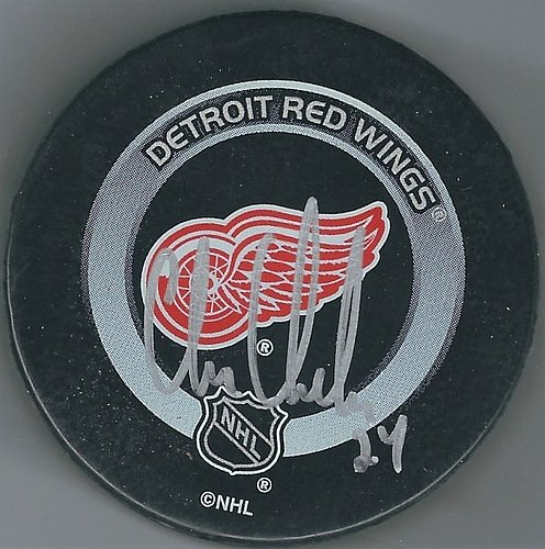 Autographed Signed Chris Chelios Detroit Red Wings Game Hockey Puck -  Certified Authentic e82debf32