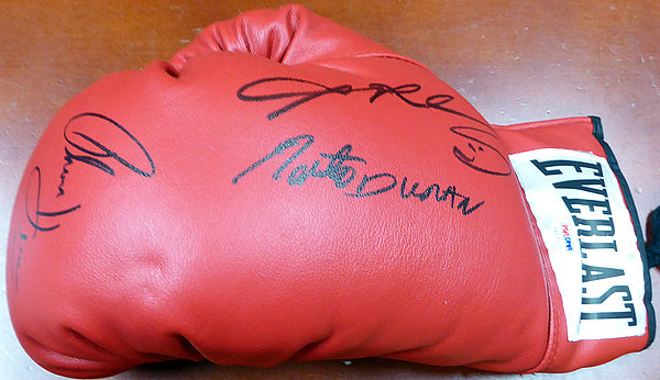 846b5618114 Boxing Greats Autographed Signed Red Everlast Boxing Glove With 3  Signatures Including Sugar Ray Leonard Thomas
