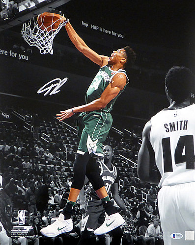 Autographed Milwaukee Bucks Photos Signed Picture
