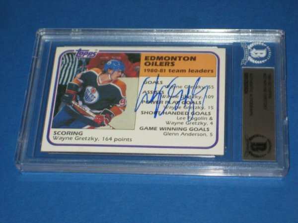 Wayne Gretzky Autographed Signed 1981-82 Topps Card #52 Beckett Authenticated