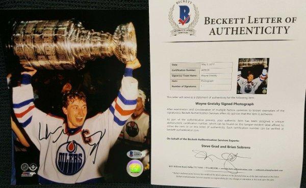 Wayne Gretzky Autographed Signed Autograph Edmonton Oilers 8X10 Photo. Beckett